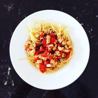 Schneller Lunch: Spaghetti mit Mozzarella, Kirschtomaten und Vinaigrette