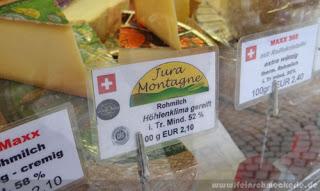 markt in metzingen mit schweizer käse