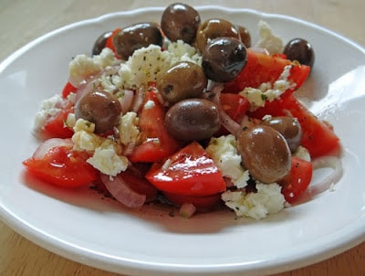 Tomatensalat mit Feta & Oliven