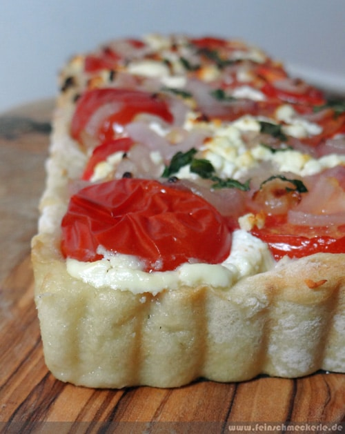 Sooo fluffig: Tomaten Feta Tarte mit Kartoffelteig