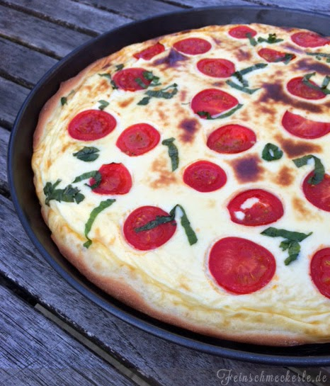 Salzkuchen Rahmkuchen mit Tomaten und Basilikum