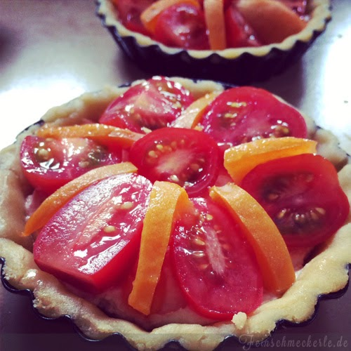 tartelettes mit Aprikosen und Tomaten