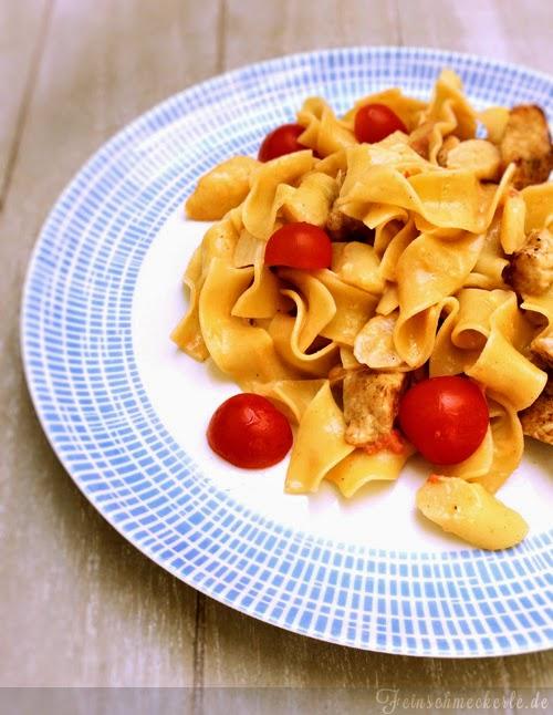 Spargel Pasta mit Hühnchen, Tomaten und Parmesan