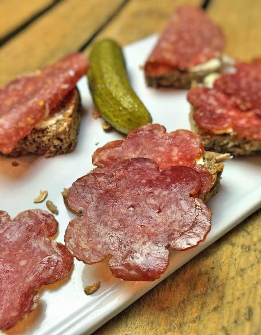 Albbüffel + Albleisaschwein = köstliche Salami ohne Chemiekeule