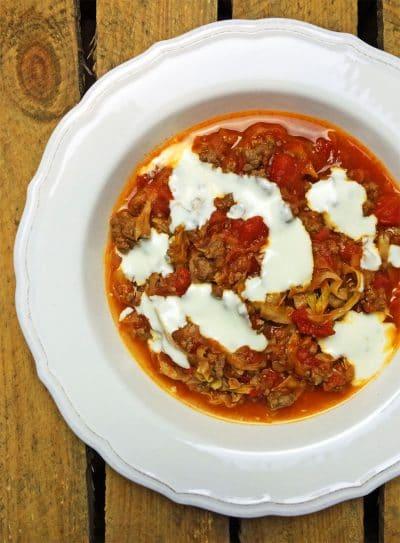 Würzige Spitzkohlpfanne mit Hack und Tomaten