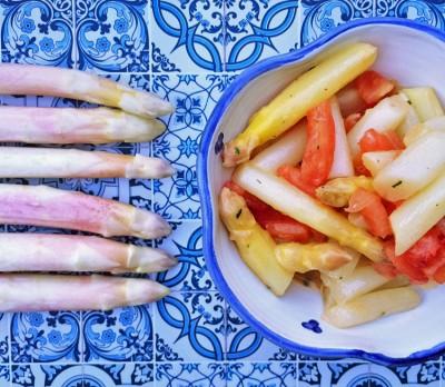 So mag ich ihn am liebsten: Spargelsalat mit Tomatenvinaigrette