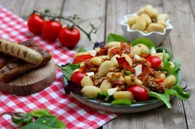 Gnocchi Salat mit Linsen, Tomaten und Büffel Mozzarella
