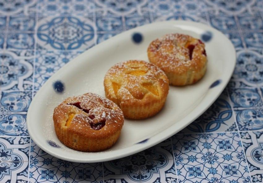 Kleine kuchen mit nektarine und erdbeeren for Kleine kuchen gunstig