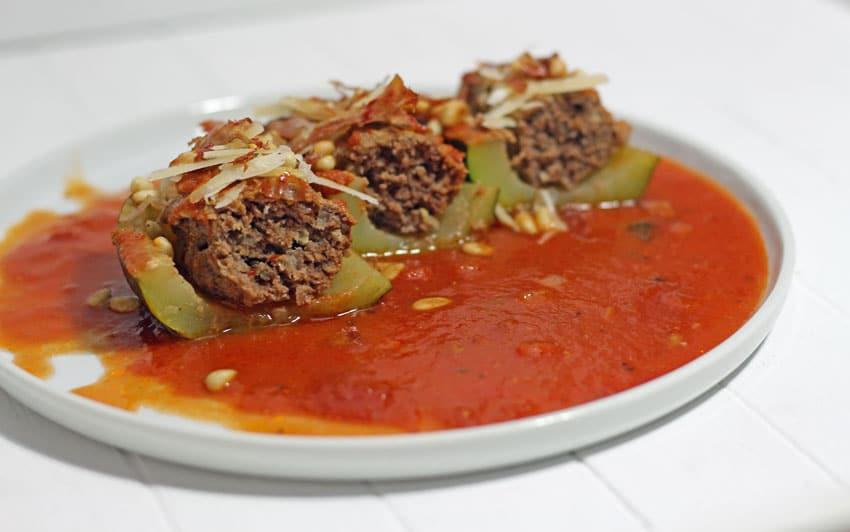 Gefüllte Zucchini italian style – mit Parmaschinken und Pinienkernen