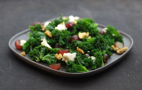 Grünkohl Salat Trauben Gorgonzola