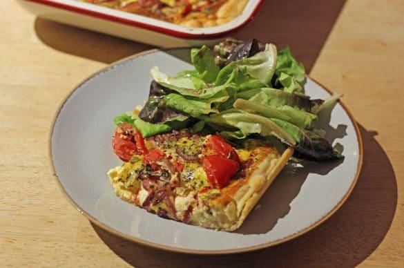 Quiche mit Tomaten, Feta, Zwiebeln