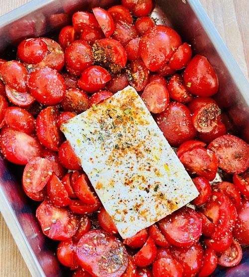 Pasta mit Ofen Feta und Tomaten